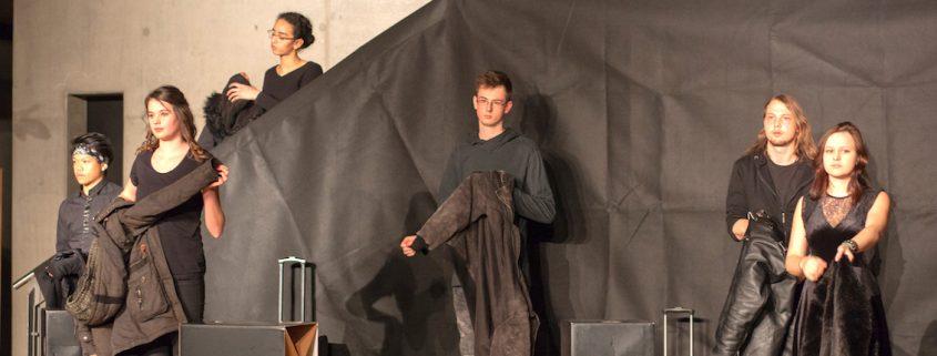 Theateraufführung Semikolon