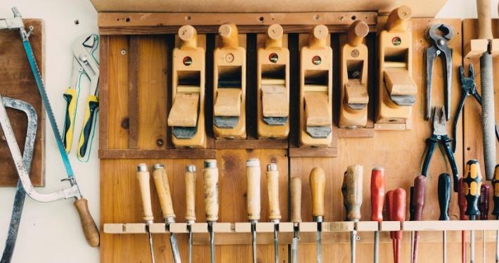 Werkzeuge für die Möbelbau AG