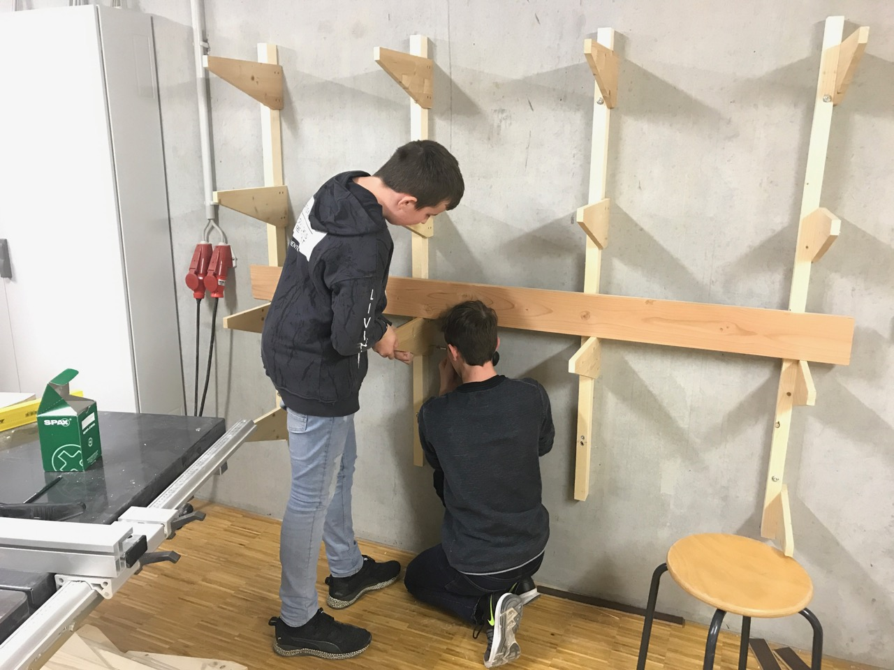 Bau des Wandregals